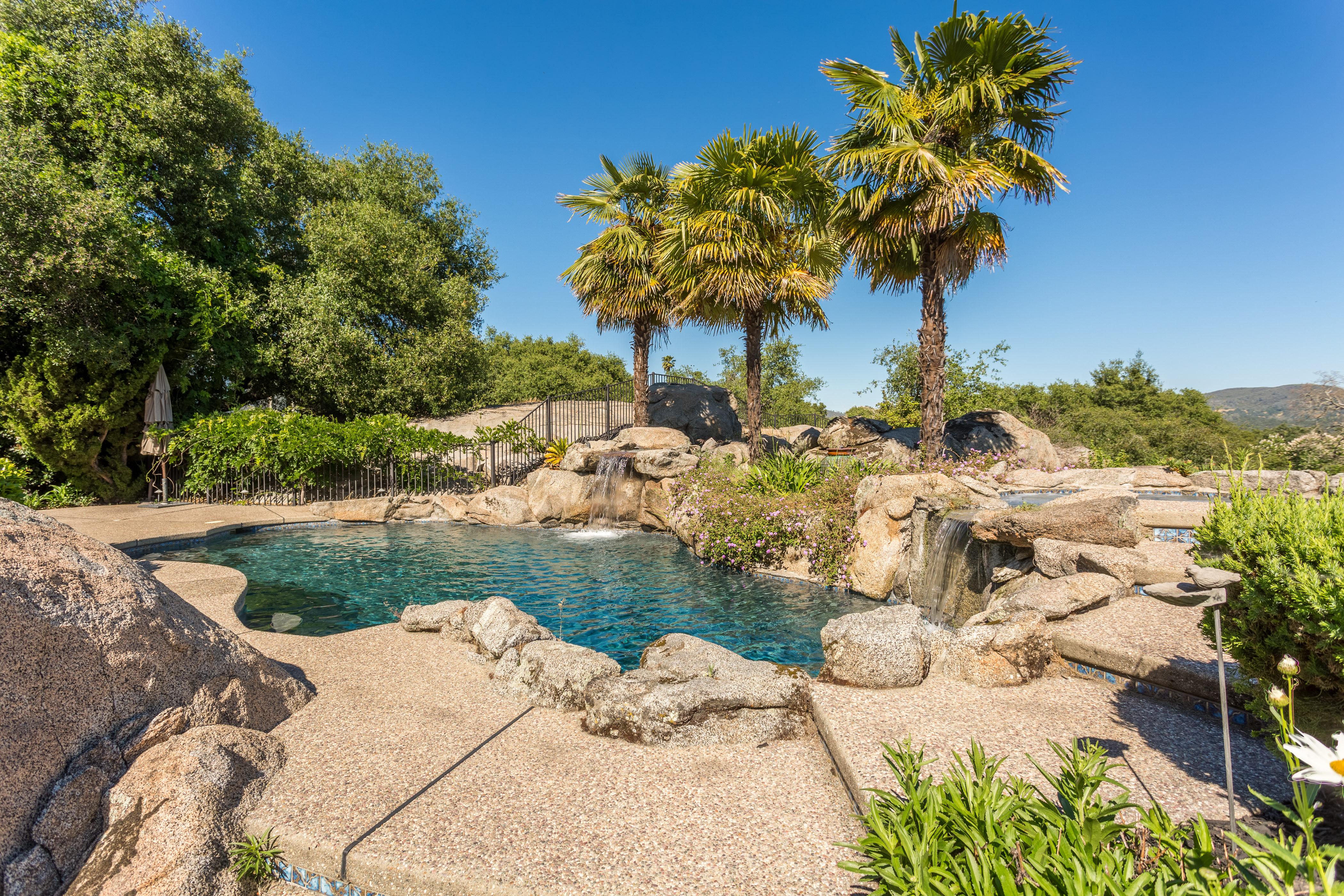 Backyard with pool and views of Folsom Lake - 8950 Vista De Lago